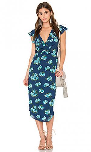 Платье с рюшами и запахом спереди WAYF. Цвет: синий