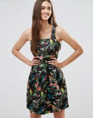 Darling Короткое приталенное платье с цветочным принтом. Цвет: черный