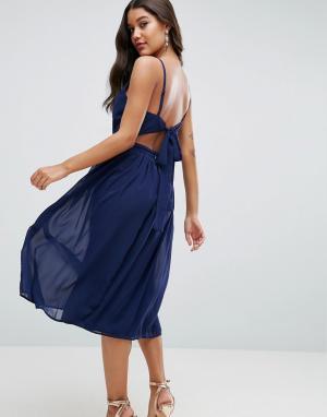 ASOS Платье миди с глубоким вырезом и поясом сзади. Цвет: зеленый