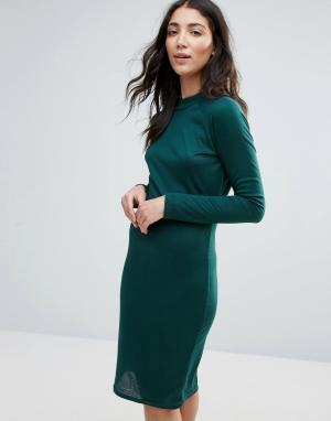 Unique 21 Платье-футляр в рубчик с высокой горловиной. Цвет: зеленый