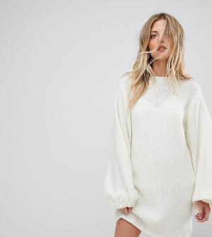 Oneon Платье ручной вязки с пышными рукавами. Цвет: кремовый