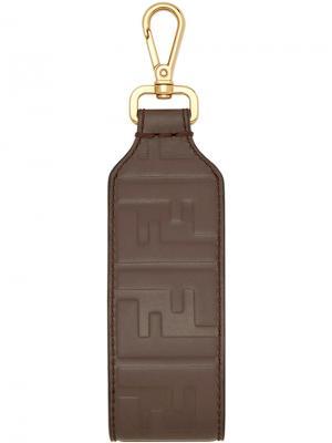 Брелок для ключей с тиснением в виде монограммы Fendi. Цвет: коричневый