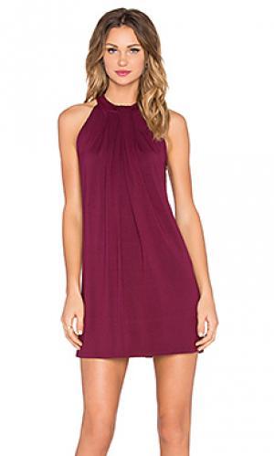 Платье на шлейках без рукавов с драпировкой sasha Michael Stars. Цвет: красное вино