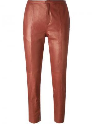 Укороченные узкие брюки Forte. Цвет: красный