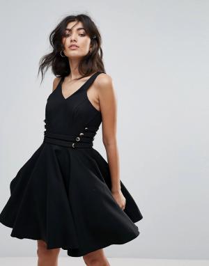 Forever Unique Короткое приталенное платье для выпускного с V-образным вырезом Foreve. Цвет: черный