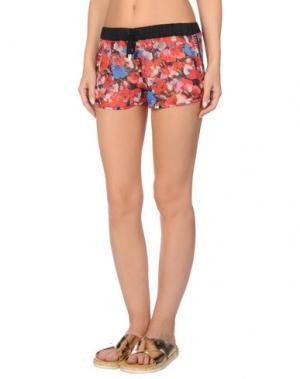Пляжные брюки и шорты VERSACE. Цвет: красный