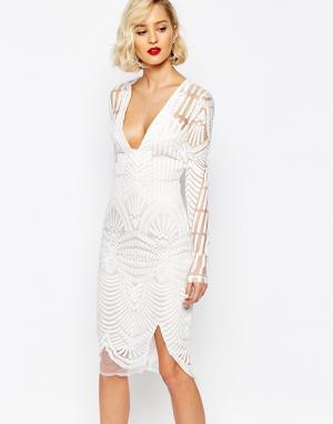 Lavish Alice Платье миди с вышивкой и глубоким вырезом. Цвет: белый