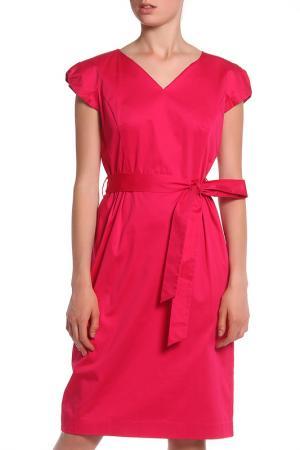 Атласное платье с поясом UNQ. Цвет: фуксия