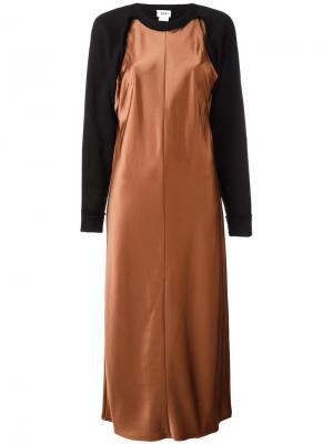 Атласное платье-толстовка DKNY. Цвет: коричневый
