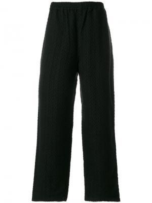 Жаккардовые брюки с зигзагообразным узором White Mountaineering. Цвет: чёрный