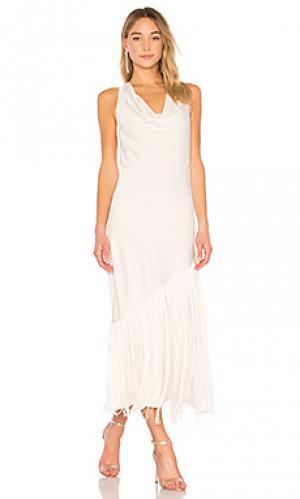 Длинное платье с бахромой taj Elizabeth and James. Цвет: кремовый