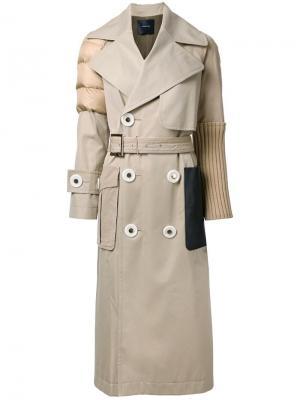 Пальто с поясом и фактурной отделкой Undercover. Цвет: коричневый