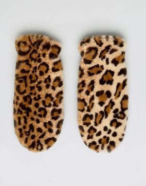 Monki Пушистые варежки с леопардовым принтом. Цвет: мульти