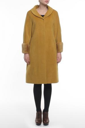 Пальто Regalia. Цвет: желтый