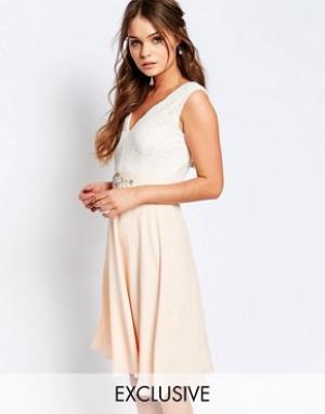 Elise Ryan Платье миди с кружевным лифом и отделкой на талии. Цвет: бежевый
