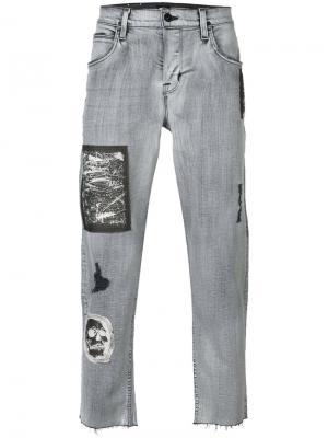 Укороченные джинсы с заплатками Hudson. Цвет: серый