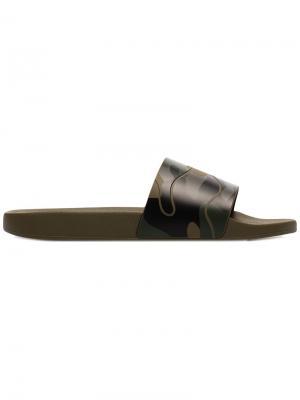 Камуфляжные шлепанцы Valentino. Цвет: зелёный