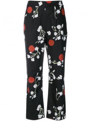Укороченные брюки с цветочным принтом Isa Arfen. Цвет: чёрный