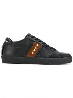Кроссовки с заклепками Leather Crown. Цвет: чёрный