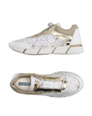 Низкие кеды и кроссовки MIMISOL. Цвет: белый