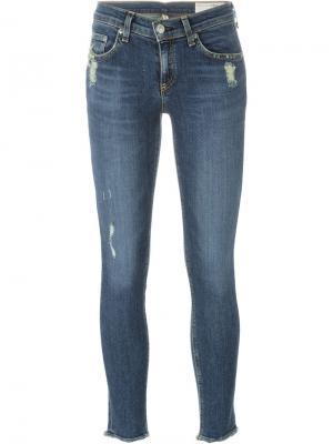 Укороченные джинсы с потертой отделкой Rag & Bone. Цвет: синий