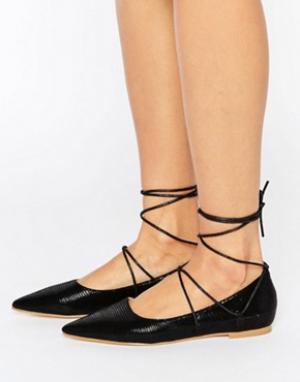 Raid Туфли на плоской подошве с заостренным носком и шнуровкой Carter. Цвет: черный