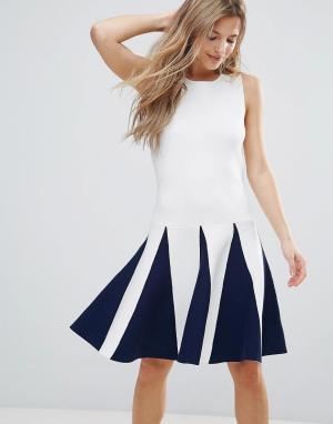 The English Factory Платье без рукавов с оборками. Цвет: белый
