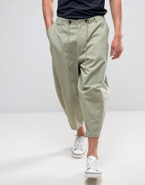 ASOS Свободные укороченные брюки песочного цвета со складками. Цвет: светло-бежевый