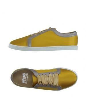 Низкие кеды и кроссовки TWINS FOR PEACE. Цвет: желтый