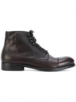 Ботинки по щиколотку на шнуровке Leqarant. Цвет: коричневый