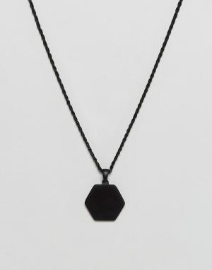 Chained & Able Черное матовое ожерелье с медальоном-шестигранником. Цвет: черный