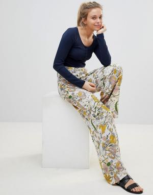 Glamorous Брюки с широкими штанинами и цветочным принтом. Цвет: белый