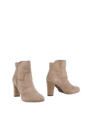 Полусапоги и высокие ботинки EYE. Цвет: бежевый