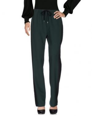 Повседневные брюки DEVOTION. Цвет: изумрудно-зеленый