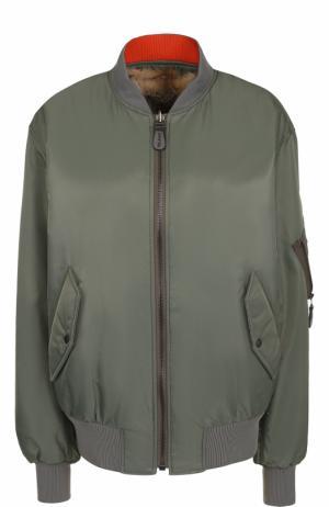 Бомбер на молнии с подстежкой из меха лисы Army Yves Salomon. Цвет: зеленый