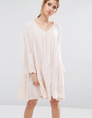 Little White Lies Платье с присборенной юбкой Isla. Цвет: розовый