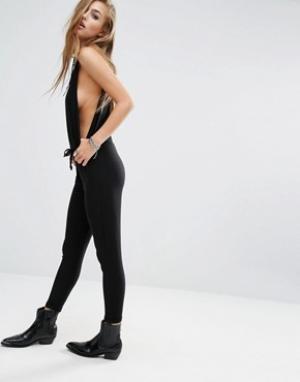 Lira Комбинезон в стиле casual с глубокими проймами. Цвет: черный