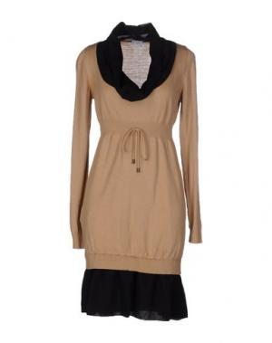 Короткое платье PF PAOLA FRANI. Цвет: верблюжий