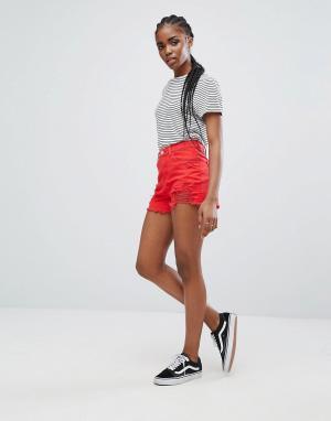 New Look Джинсовые шорты с рваной отделкой. Цвет: красный
