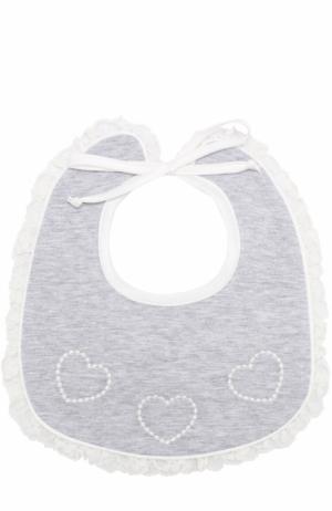 Хлопковый нагрудник с вышивкой и оборками Aletta. Цвет: серый