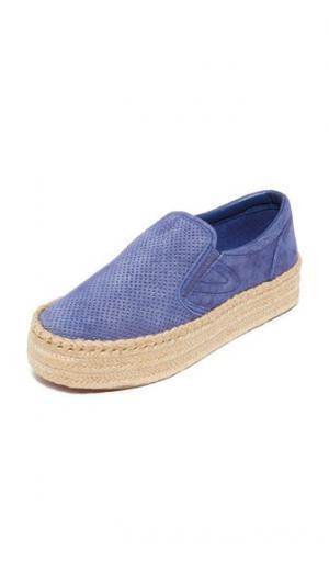 Кроссовки без шнурков Emilia на платформе в стиле эспадрилий Tretorn. Цвет: темно-синий