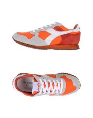 Низкие кеды и кроссовки DIADORA HERITAGE. Цвет: оранжевый