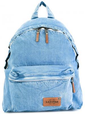 Джинсовый рюкзак на молнии Eastpak. Цвет: синий