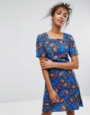 Trollied Dolly Платье с квадратным вырезом и цветочным принтом. Цвет: синий