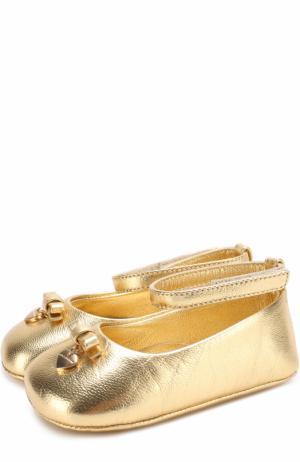 Пинетки из металлизированной кожи с декором и застежками велькро Dolce & Gabbana. Цвет: золотой