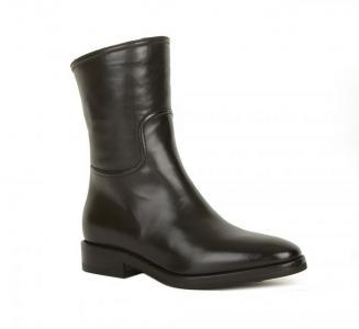 Простые черные кожаные полусапоги от бренда Berto Giantin