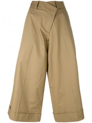 Широкие укороченные брюки Monse. Цвет: зелёный