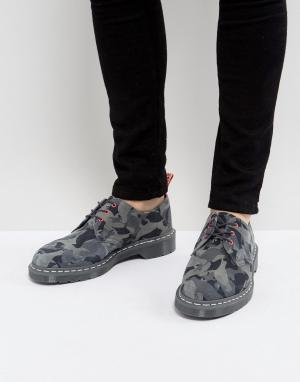 Dr Martens Камуфляжные туфли с 3 парами люверсов x Staple. Цвет: серый