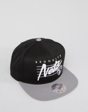 Mitchell & Ness Бейсболка с логотипом Brooklyn Nets. Цвет: черный