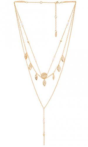 Ярусное ожерелье с подвесами на бахроме Ettika. Цвет: металлический золотой